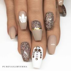 : Picture and Nail Design by •• @purenailsbyemma •• Follow @purenailsbyemma for more gorgeous nail art designs!