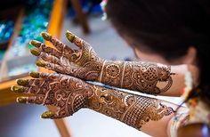 Beautiful mehndi design 😍😍😍 📷: @mahimabhatiaphotography _______________________________ #IndianWeddingBuzz #indianwedding #indianweddings #indianweddinginspiration #weddinginspiration #realwedding #realindianwedding #indianbride #wedding #weddings #weddingday #weddinginspiration #bride #love #instagood #fun #instadaily #cute #henna #hennatattoo #mehndi #hennaartist