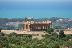 Take a break and discover the beauty of the Temple Valley in Agrigento. Stay 2 nights, save the 15% and enjoy a free entrance to the valley. www.albachiararooms.it