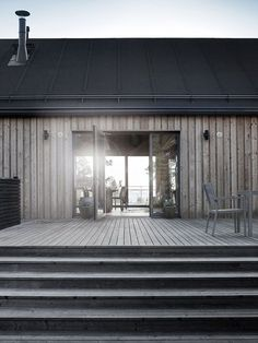 Mökkiinspiraatio skandinaavista mökkitunnelmaa is part of House cladding - Architecture Durable, Modern Architecture, Cabins In The Woods, House In The Woods, House Cladding, Timber Cladding, Shed Homes, Modern Barn, Wooden House