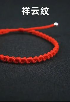 Diy Bracelets Video, Yarn Bracelets, Diy Friendship Bracelets Patterns, Bracelet Crafts, Macrame Jewelry Tutorial, Macrame Bracelet Patterns, Bracelet Tutorial, Macrame Bag, Handmade Rakhi Designs