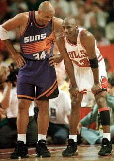 Remember when - Michael Jordan of the Chicago Bulls and Charles Barkley of the Phoenix Suns each scored 42 points in Chicago's victory, marking the first time in NBA Finals history that opposing players each scored 40 or more points in a Finals game. Basketball Pictures, Basketball Legends, Sports Basketball, College Basketball, Basketball Players, Basketball Scoreboard, Basketball History, Custom Basketball, Chicago Bulls