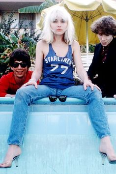 Blondie was also considering in some circles to be part of the New Wave movement too. Blondie Debbie Harry, Debbie Harry Hair, Debbie Harry Style, Chica Punk, Women Of Rock, Estilo Rock, Pop Punk, Female Singers, Celebs