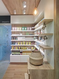 Diseño , proyectos y reformas de farmacias en Galicia, A Coruña, Pontevedra, Lugo, Orense. Boutique Interior, Shop Interior Design, Retail Design, Pharmacy Gifts, Apothecary Decor, Jewelry Store Design, Retail Shelving, Cosmetic Shop, Clinic Design