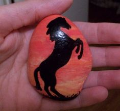 Horse silhouette painted onto rock by TinyAna on DeviantArt Mandala Painted Rocks, Painted Rocks Craft, Hand Painted Rocks, Pebble Painting, Pebble Art, Stone Painting, Silhouette Painting, Horse Silhouette, Stone Crafts