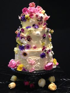 89 best Edible Flowers for Wedding Cakes images on Pinterest in 2018 ...