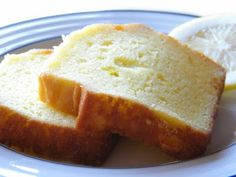 super moist lemon pound cake (this cake was anything but moist. it was leathery and the flavor wasn't good. I wont be making it again) Desserts Français, Lemon Desserts, Lemon Recipes, Delicious Desserts, Dessert Recipes, Yummy Food, Quatre Quart Cake, Moist Lemon Pound Cake, Almond Pound Cakes