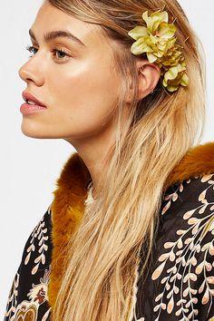 flower hair pins via LaurenConrad.com