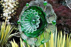 Repurposed Glass Garden Flower Sun Catcher Glass by theglasslotus, $45.00 Glass Garden Flowers, Glass Plate Flowers, Glass Garden Art, Metal Garden Art, Flower Plates, Ceramic Flowers, Glass Art, Garden Owl, Dish Garden