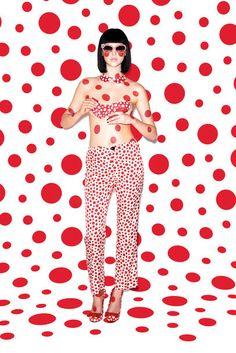 """2012 entwarf die japanische Avantgarde-Künstlerin #YayoiKusama (auch """"Prinzessin der Polka Dots"""" genannt) eine Kollektion für das Modelabel #louisvuitton #artfashion #Collaboration"""
