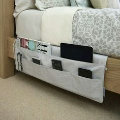 16 ideas for college dorm room organization. These ideas are perfect for freshman year. The best college dorm room organization ideas. Dorms Decor, Dorm Decorations, Diy Decoration, Bedside Pocket, Bed Pocket, Uni Room, Tidy Room, Ideas Para Organizar, College Dorm Rooms