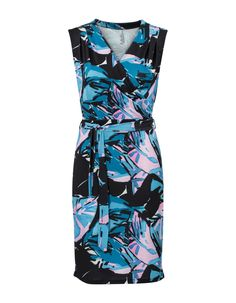 Mouwloze print jurk met een V-hals met overslag. De taille is voorzien van een strikceintuur. #missetam