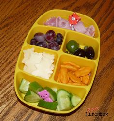 Zoe's Lunchbox: A Beary Special Nibbler Lunch 1 Year Old Meals, Bento, Watermelon, Good Food, Lunch Box, Tray, Fruit, Breakfast, Simple
