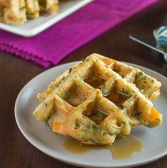You will find spinach, peppers, basil, and scallions tucked in every inch of these savory veggie waffles. Who said that waffles are for breakfast only? Healthy Waffles, Savory Pancakes, Pancakes And Waffles, Cooking Chef, Cooking Wine, Tupperware, Pork Tenderloin Oven, Vegetarian Side Dishes, Baby Food Recipes