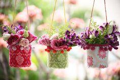 A artista plástica Denise Meneghello ensina passo a passo para fazer lindos cachepots com tecido e garrafas plásticas