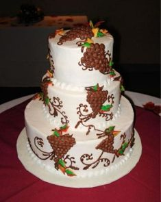 Here's another beautiful idea for a Wine-Themed Wedding Cake.