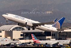 N73251 United Airlines Boeing 737-800