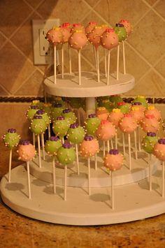 Cake Pops at a Egg Hunt Easter Party #easter #partycakepops