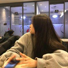 Don't promise me if you're the person who broke that bullshit. ⚠ k… # Fiksi Penggemar # amreading # books # wattpad Mode Ulzzang, Ulzzang Korean Girl, Cute Korean Girl, Asian Girl, Girl Photo Poses, Girl Photography Poses, Girl Photos, Profile Pictures Instagram, Instagram Pose