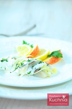 #sledzie w śmietanie z cebulą i jabłkiem - #przepis na śledzie krok po kroku  http://pozytywnakuchnia.pl/sledzie-w-smietanie/  #kuchnia