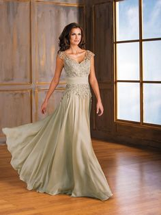 A-Line/Princess V-neck Floor-Length Sleeveless Chiffon Applique Mother of the Bride Dresses