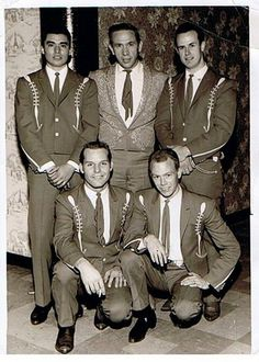 Buck Owens and the Buckaroos in their hey day (Don Rich , Doyle Holly) Country Music Videos, Country Music Artists, Country Music Stars, Male Country Singers, Buck Owens, Vintage Western Wear, Honky Tonk, Music Guitar, My Favorite Music