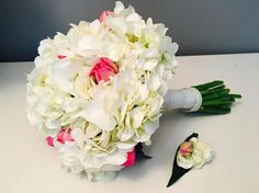 Matching bouquet and boutonneire