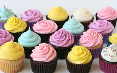 Great tutorial for decorating cupcakes, and links to recipies for frosting, including videos.