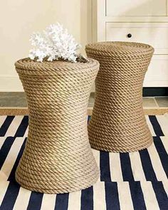 Decoration - Use rope into another DIY project. Every DIY project is interesting and pleasurable and this one of the final outcome could be ideal decoration having a wonderful natural and minimal touch. Do It Yourself Furniture, Diy Furniture, House Furniture, Sisal, Rope Crafts, Diy Crafts, Beach House Decor, Diy Home Decor, Beach Houses