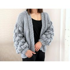 Oversize cardigan with modern bubbles in coarse yarn – knitting instructions via Makerist.de # Knitting makes you happy Source by makerist Hand Knitting, Knitting Patterns, Crochet Pattern, Sewing Patterns, Knit Cardigan Pattern, How To Start Knitting, Oversized Cardigan, Knit Fashion, Crochet Clothes