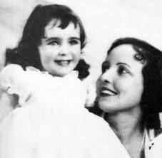 Elizabeth Taylor with her mother.