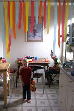 First birthday party ideas: simple doorway streamers Birthday Morning, Tea Party Birthday, Baby Birthday, First Birthday Parties, Birthday Ideas, Family Birthdays, First Birthdays, Streamer Decorations, Doorway Decorations
