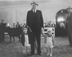 Alfred M. Landon, with Nancy and John at the Kansas Free Fair, Hutchinson, between 1930 and 1935 State Of Kansas, Land Of Oz, Amusement Parks, Fathers, Hobbies, Memories, History, Couple Photos, Children
