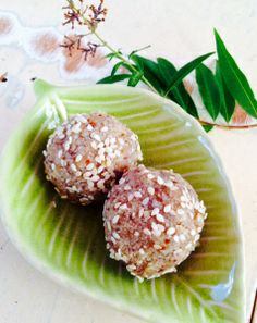 Sunflower Seed and Sesame Seed Bliss Balls - nut free, dairy free, grain free snack. High in antioxidants and minerals