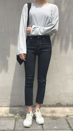 Never a bad day with these stunning pair of cropped denim pants!
