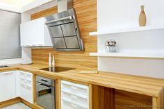 Modern open kitchen cabinets modern two tone kitchen modern kitchen cabinets open shelves Layout Design, Design Ideas, Kitchen Backsplash, Backsplash Design, Backsplash Ideas, Two Tone Kitchen Cabinets, White Shaker Cabinets, New Kitchen, Kitchen Modern