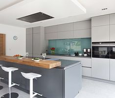 Contemporary German style grey kitchen with Matt lacquer doors, in an open plan space Open Plan Kitchen Living Room, Home Decor Kitchen, Kitchen Ideas, Best Kitchen Designs, Modern Kitchen Design, Modern Grey Kitchen, Home Design, Layout Design, Design Ideas