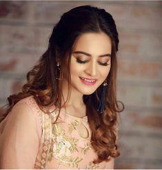 Beautiful Hijab Style For Wedding 2018 In Different Design Pakistani Models, Pakistani Girl, Pakistani Actress, Bollywood Actress, Pakistani Clothing, Pakistani Dresses, Arabian Beauty Women, Indian Beauty, Aimen Khan