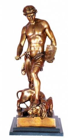 """E. PICAUT. """" O Vitorioso"""". Escultura de bronze .Alt.total 80 cm._Mais #Leilões Online hoje, 16/04/15.   Ao vivo a partir das 20h.  Repasse aos amigos!"""