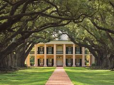 Oak Alley, a beautiful historic home in Vacherie, Louisiana