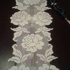 Crochet everything. Crochet Table Runner Pattern, Crochet Doily Patterns, Crochet Tablecloth, Thread Crochet, Crochet Motif, Knitting Patterns, Crochet Home, Crochet Crafts, Crochet Projects