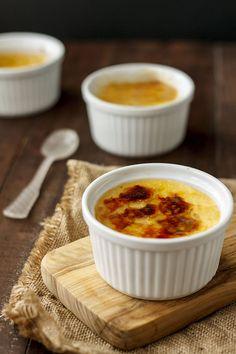 Receta de crème brulée de preparación rápida, con fotografías paso a paso, trucos y consejos.
