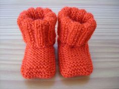 Chaussons à bord plié en un seul morceau Baby Knitting Patterns, Kids Patterns, Vogue Knitting, Knitted Booties, Knitted Hats, Tricot Baby, Knit Baby Shoes, Preemie Babies, Baby Sweaters