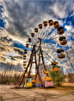 Abandoned Ferris Wheel. This would be the coolest place ever to take pictures!