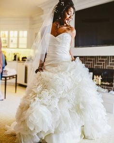 When you can't wait to walk down the #aisle in your #perfect @lazarobridal gown! Photo by Conrad Lim #ontheblog #munaluchibride #weddinggown #weddingdress #lazarobridal