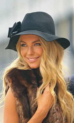 Jennifer Hawkins - Hat