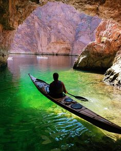 Just below Hoover Dam in the Black Canyon of the Colorado River is Robert Finlay, owner of Kayak Lake Mead paddles out of Emerald Cove. Great Places, Places To Visit, Visit Arizona, Arizona Travel, National Geographic Travel, Lake Mead, Plitvice Lakes National Park, Hoover Dam, Colorado River