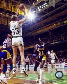 Larry bird and reggie miller consider the four-pointer Larry Bird, Basketball Pictures, Love And Basketball, Basketball Legends, Basketball Players, Celtics Basketball, Basketball Uniforms, Derrick Rose, Slam Dunk