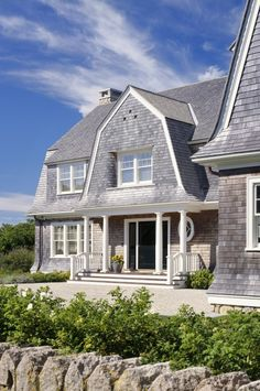 Martha S Vineyard Shingle Cottage With Coastal Interiors