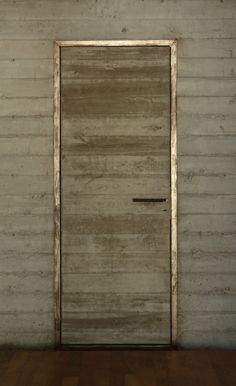 Casa Búnker / Estudio Botteri-Connell - metal door frame with concrete door